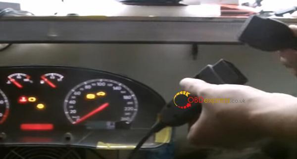 Digiprog3-VW-Passat-2004-odometer-reset-2